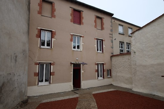 en location ST SYMPHORIEN DE LAY appartement 1 pieces, m², a ST SYMPHORIEN DE LAY